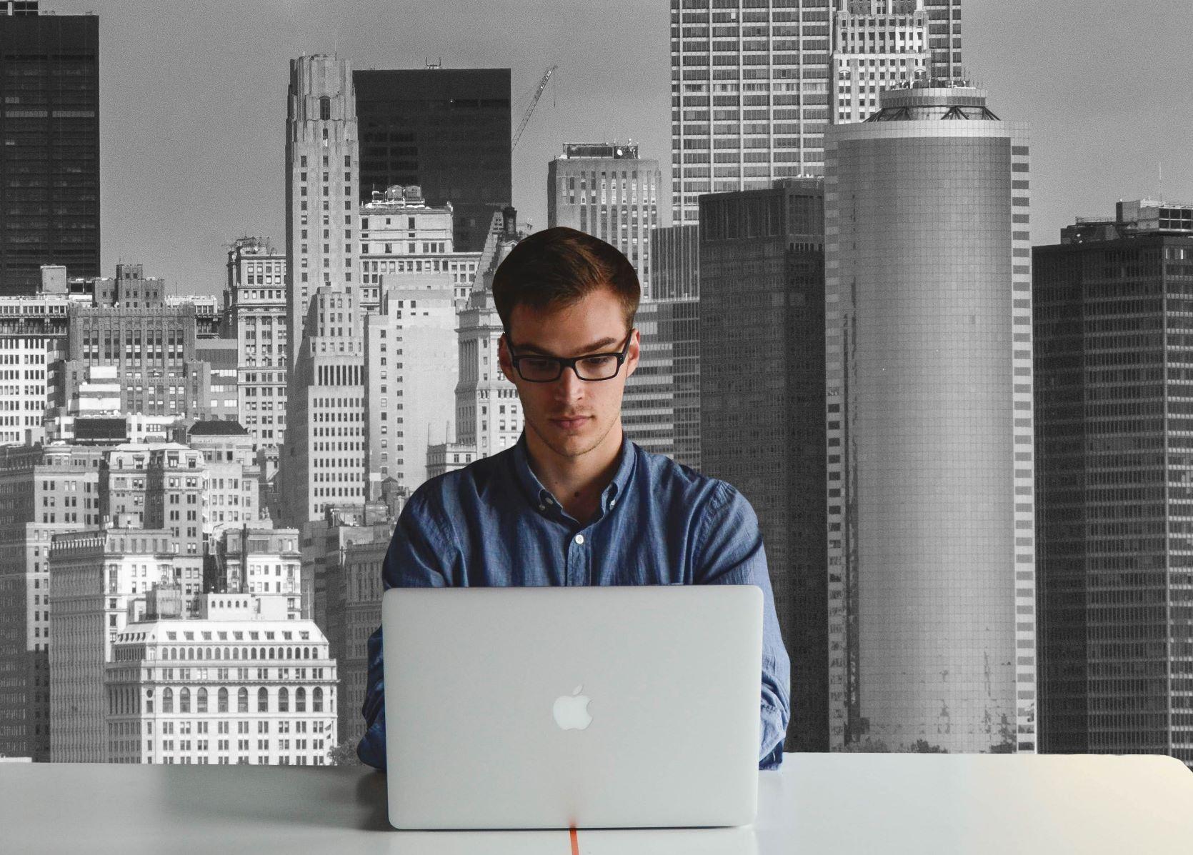 Hackers invadem aulas online. Saiba como se proteger no trabalho remoto.
